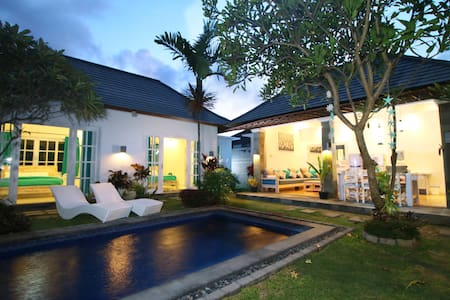 Stylish 3-Bedroom Beachside Villa - South Denpasar - Villa