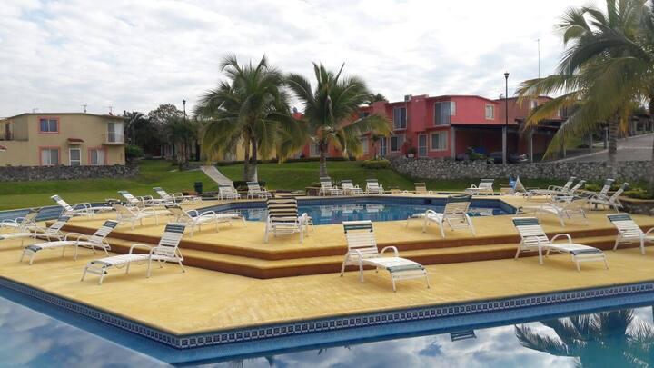 Renta de Casa con albercas, jardines en Xochitepec