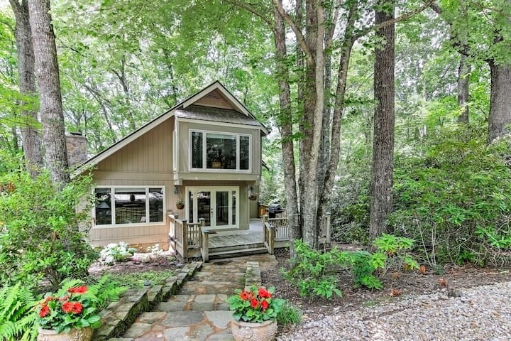 'Smallwood' Serene Highlands Home w/Screened Porch