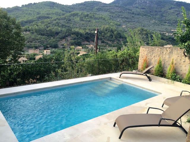 Casa con piscina, terraza y vistas impresionantes - Fornalutx