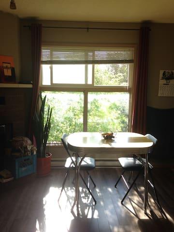 West Broadway - Spacious Private Suite - Winnipeg - Appartement en résidence