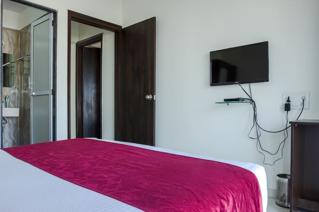 Verified photo - Guest bedroom with double bed