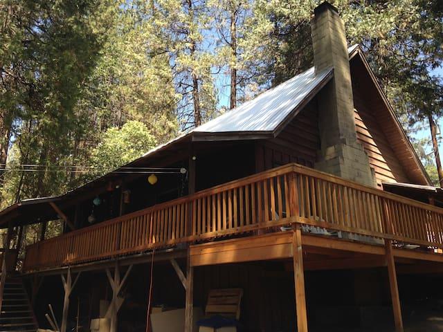 Cedar Valley Cabin Near Yosemite - Oakhurst - Cabin