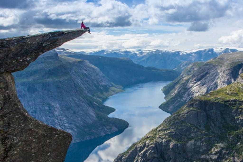 Visit the fantastic Trolltunga! The main season for Trolltunga is from may/juni to october/november. The start point for Trolltunga is about 30 min by car from the cabin.