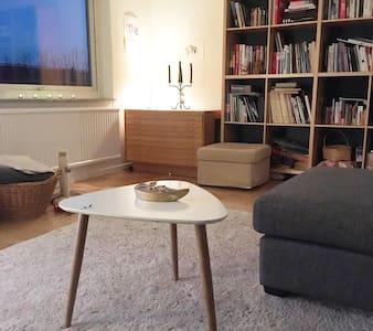 Room 10 min from city center and Slottskogen - Mölndal - Apartment