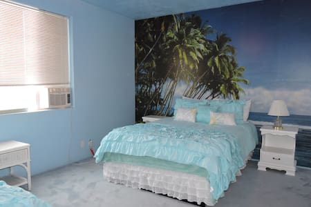 :) Private Room near Lake Powell Sleeps 4