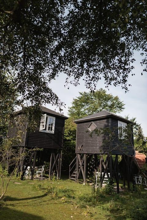 Small house on wooden pillars, cabin mX