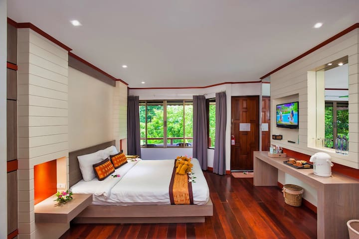 Peaceful bedroom ideal for couples.