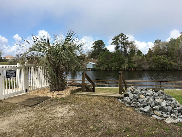 Gorgeous  IWW -Barefoot Landing 3 min to the Beach