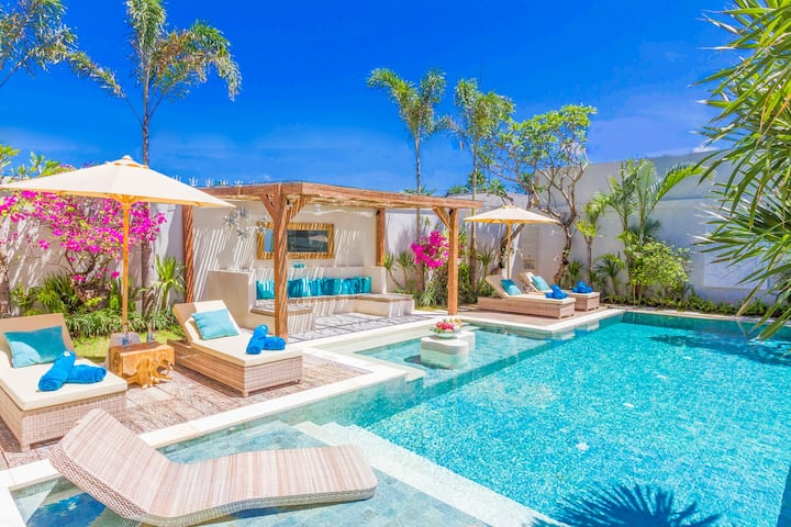 50% OFF OUTSTANDING NEW 4BR LUXURY VILLA SEMINYAK