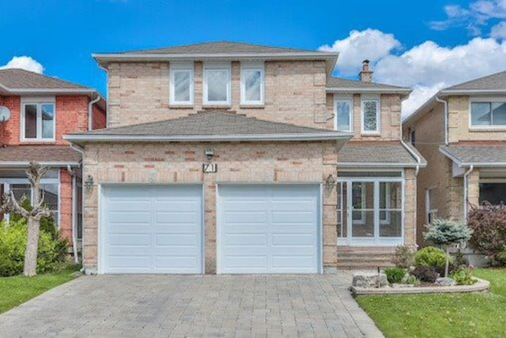Stylish House with 7 Bedrooms and 6 Bathrooms - Vaughan - Casa