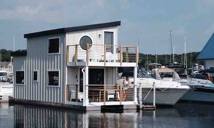Floathaus of Saugatuck - Waterside Living!