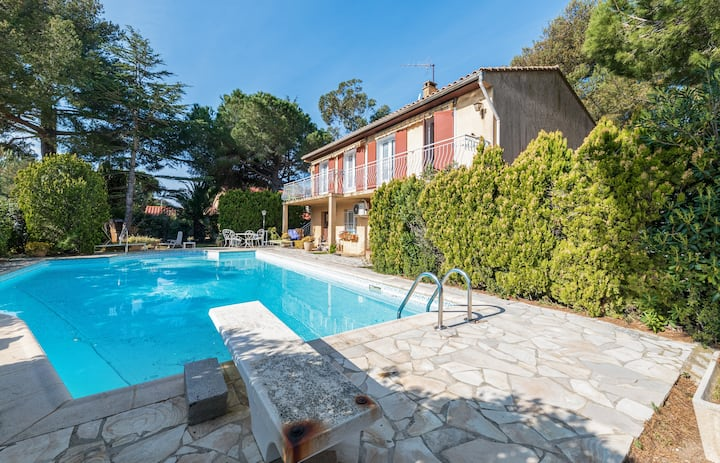 Charming studio with pool and garden in Six-Fours-les-Plages - Welkeys