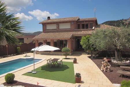 Casa tranquila en plena naturaleza - Corbera de Llobregat - Hus