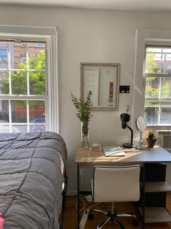 Cozy room in the heart of Williamsburg