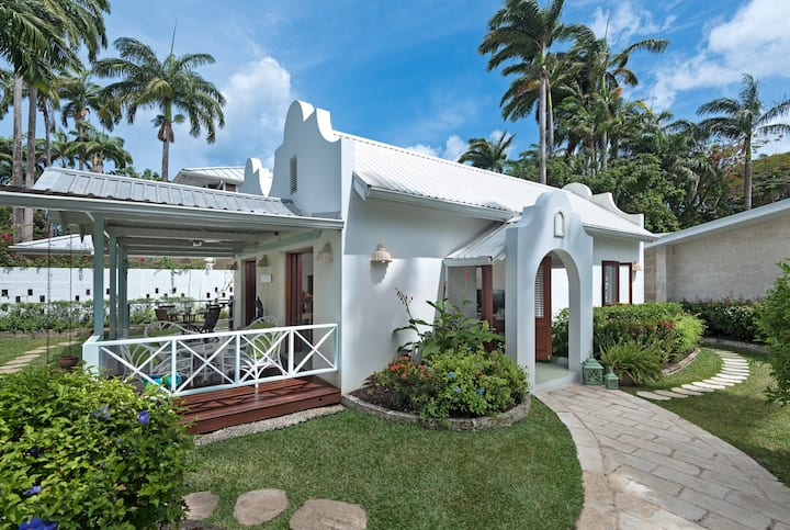 Large Upscale Cottage OldQueen Fort Beach Barbados