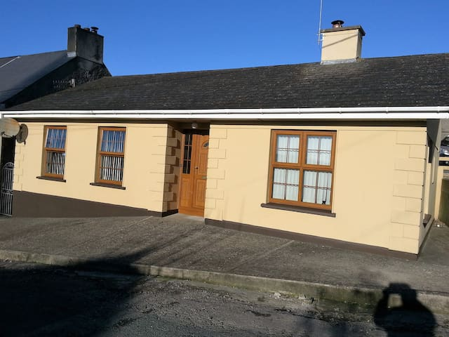 Modern 3 bed house beside Kilmacthomas Greenway - Kilmacthomas - Ev