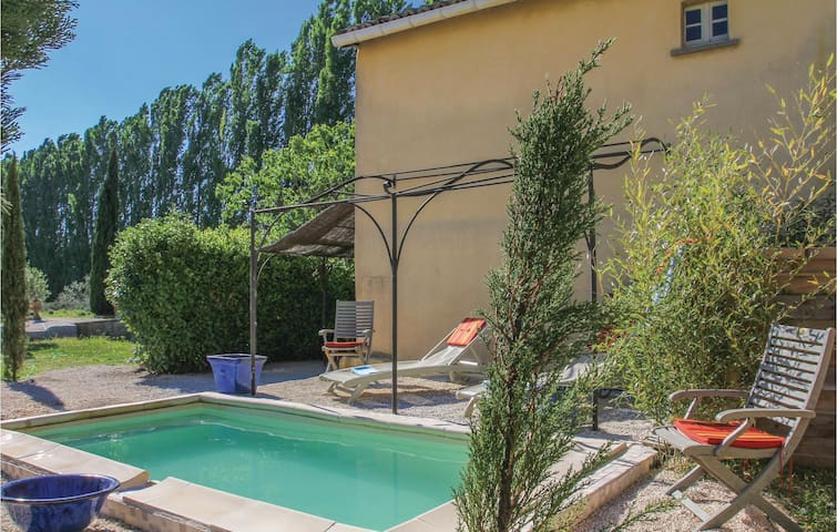 Holiday cottage with 2 bedrooms on 80 m² in Pont Saint Esprit