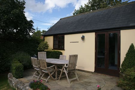Quiet, private annexe with beautiful garden space