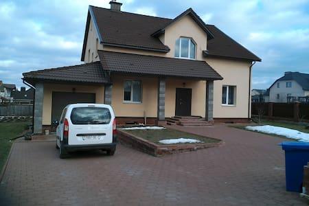 Дом Рыжего Кота в 3км от Минска - ミンスク