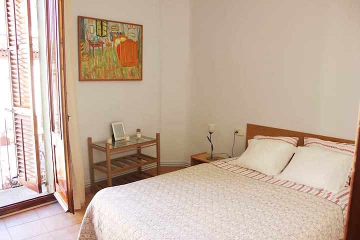 Apartment 160m2 . 5 m- from the Dali museu. wifi