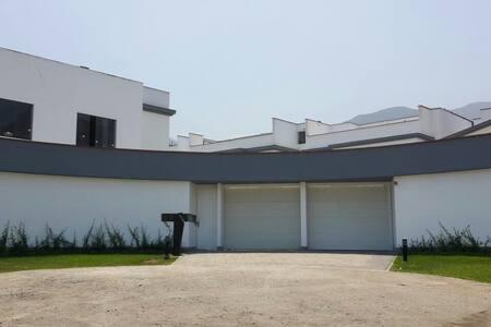 Residencia úbicado en la molina - Ház