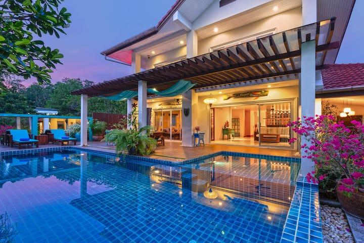 Artful 3-bedroom Pool Villa, lovely garden, Rawai