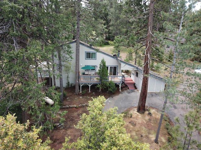Updated Mountain Cabin, near Yosemite, sleeps 8