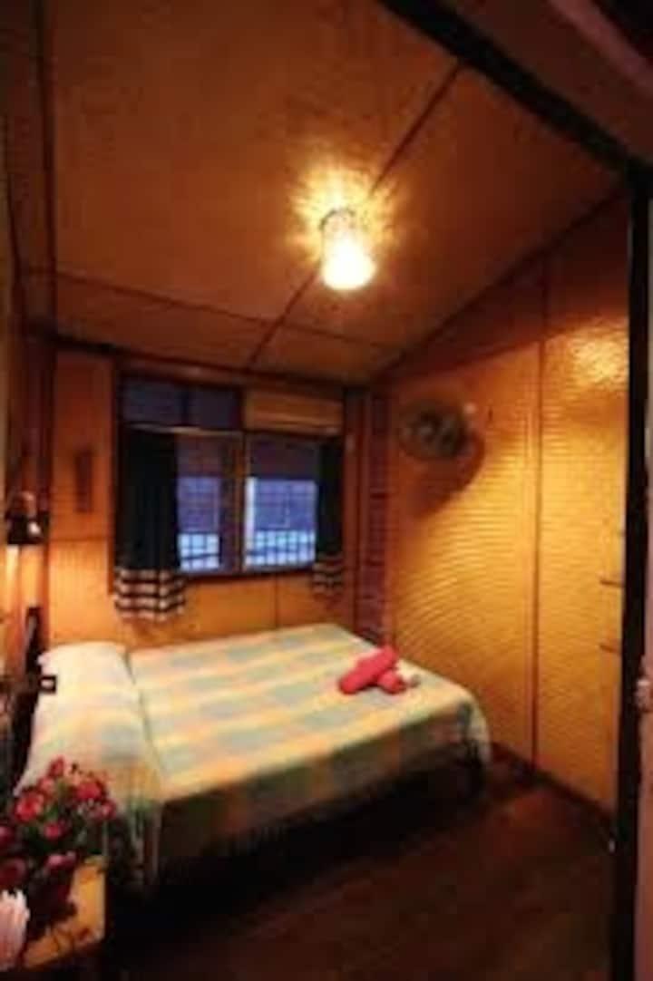 Shanti Lodge Art House: Budget DBL Fan-Old Town