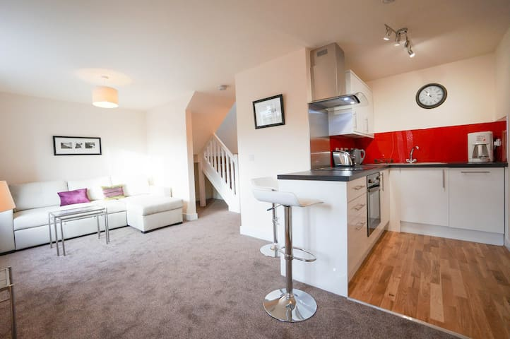 Three adjoining 2 Bedroom Houses Thatcham Centre