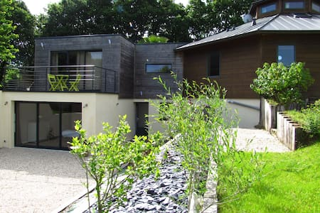 Villa en bois octogonale. - Plouégat-Guérand