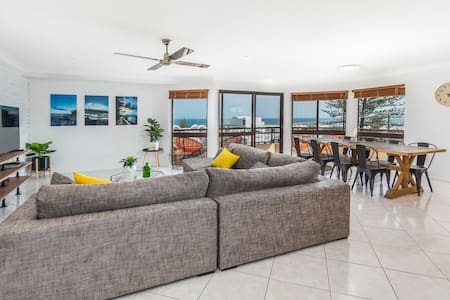 Stunning Ocean Views BEST location - Caloundra - Lakás