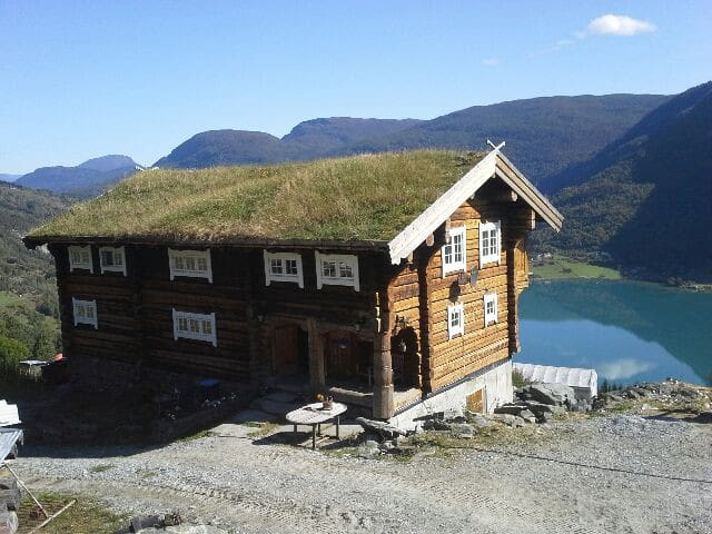 Large notched house on farm - Sogndal