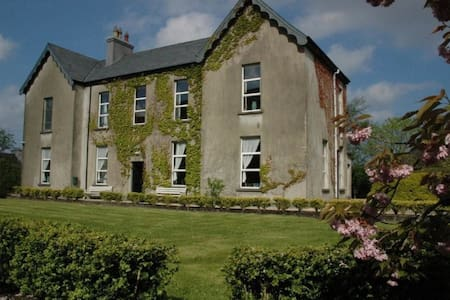 The Old Monastery, Beautiful Old Twin Bedroom - Cahersiveen