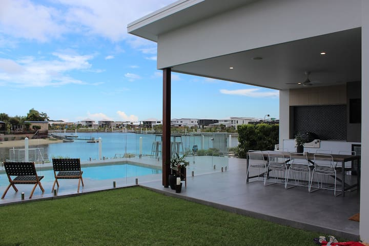 Waterfront home with pontoon access to Mooloolaba