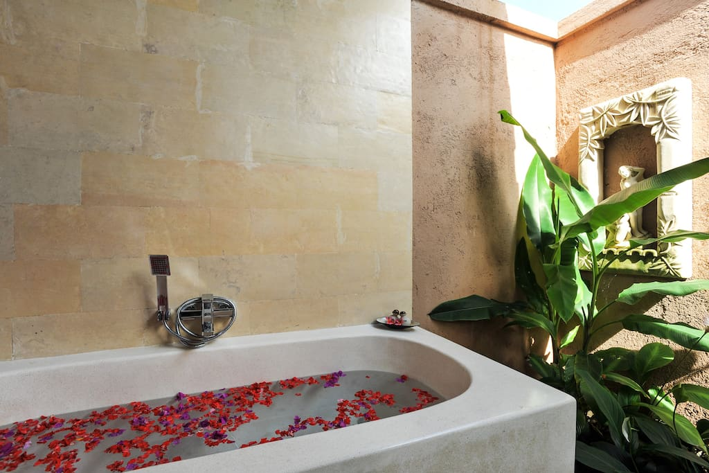 Bath tub with hot and cold water and rain shower at the garden area