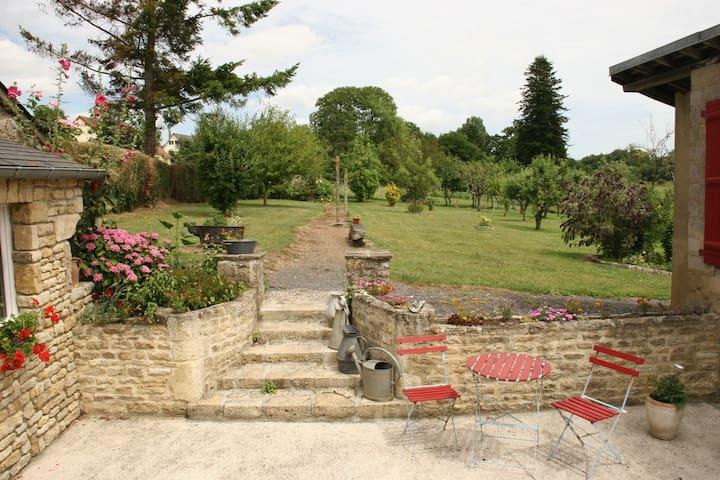Grande maison en pierre pour 10 personnes - Prétot-Sainte-Suzanne - Hus
