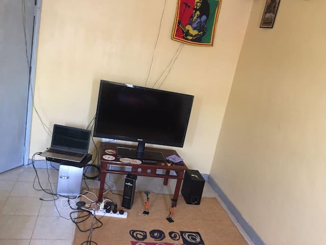 Giraffe center Apartment - Nairobi - Apartment