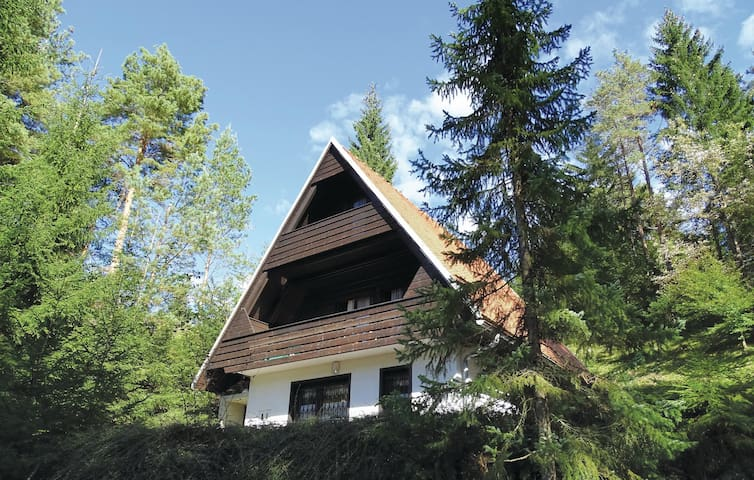 Holiday cottage with 3 bedrooms on 120 m² in Preserje