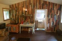 Charming Cabin in the woods, w/Kitchenette