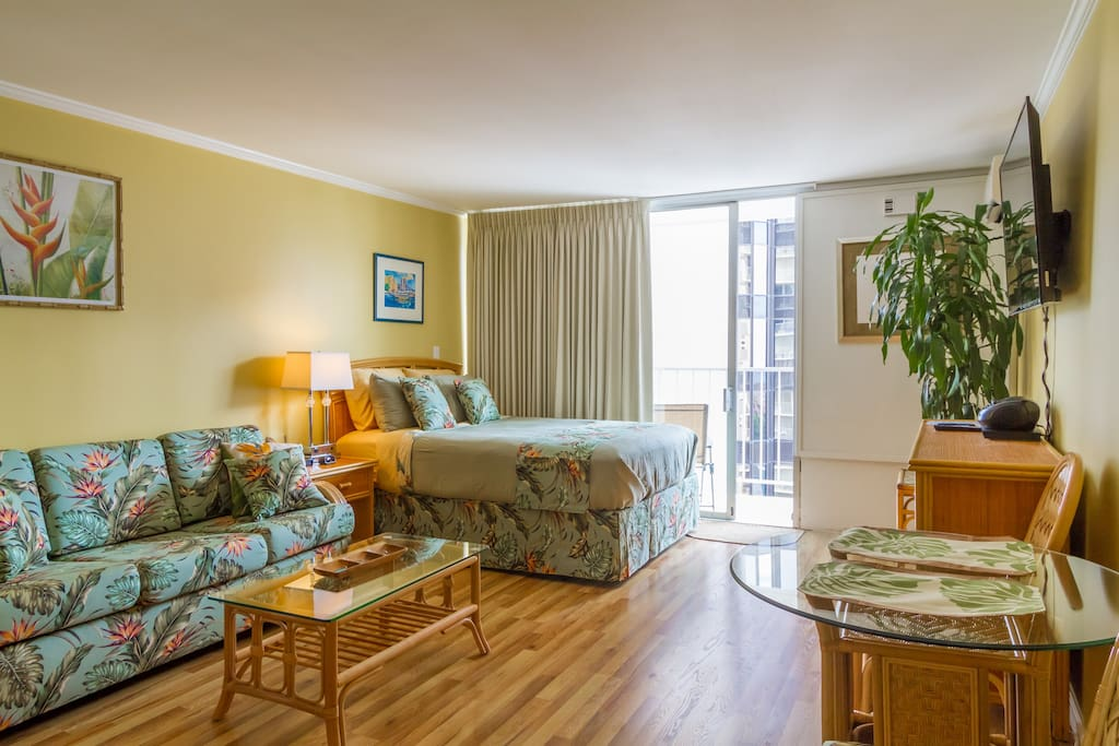 Studio - Beautiful studio apartment in the heart of Waikiki with all the necessities you'd ever need!