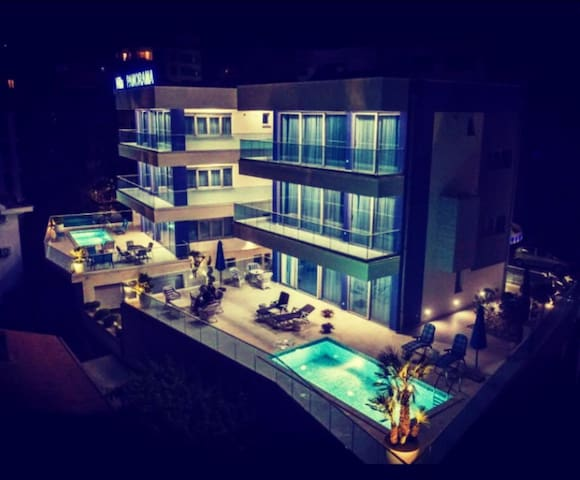 Luxury Villa Blue Panorama 1