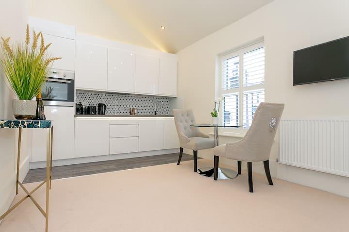 💛The Loft Apartment * Jacuzzi bath * Fibre Wifi
