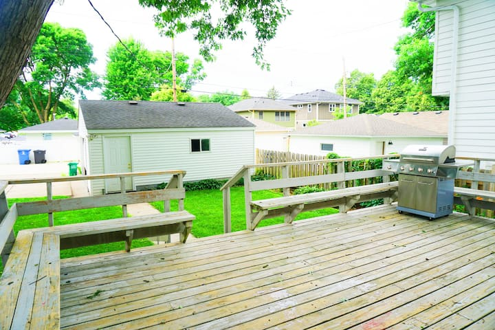 Cozy 4 bdrm cottage in SW Mpls - near 50th/France