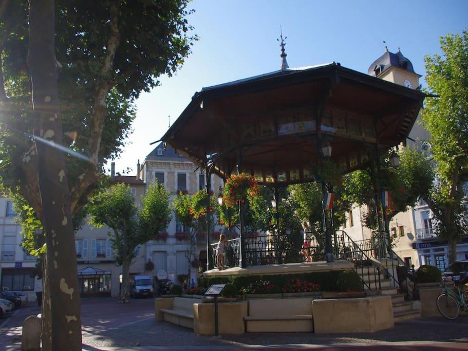 Place d'armes Saint Marcellin