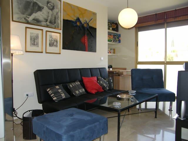 Confortable y completo Apartamento