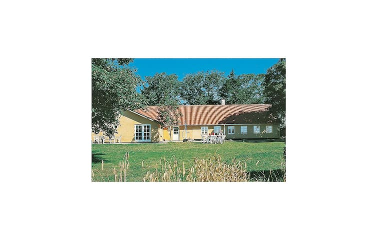 Holiday cottage with 5 bedrooms on 250 m² in Øster Assels