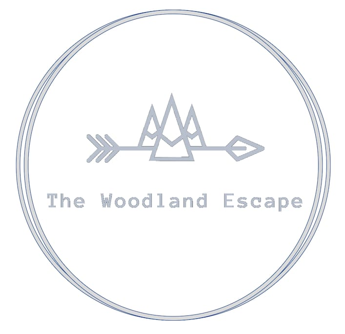 THE WOODLAND ESCAPE-Skiing & Village Minutes Away!