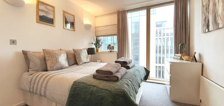 Magnificent Penthouse Suite w/ Balcony — CENTRAL