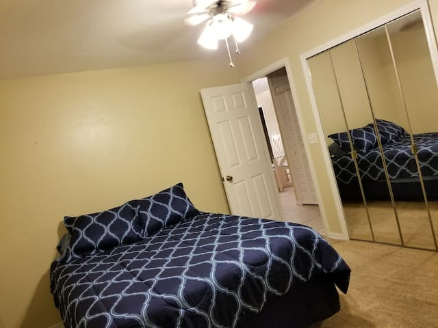 Room 3 - Across from Bathroom, Queen Bed